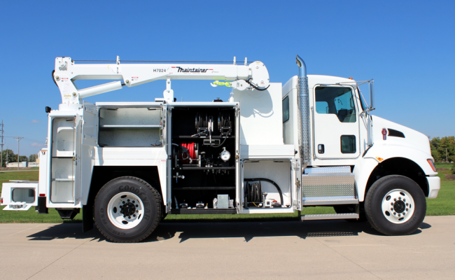 FF265_2-Ton_Combination_Lube_Service_truck_equipped_with_H7024_crane_on_4x4_chassis.png
